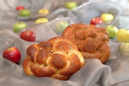 round challahs with apples